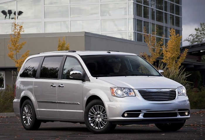 Chrysler Town&Country – фотография 1